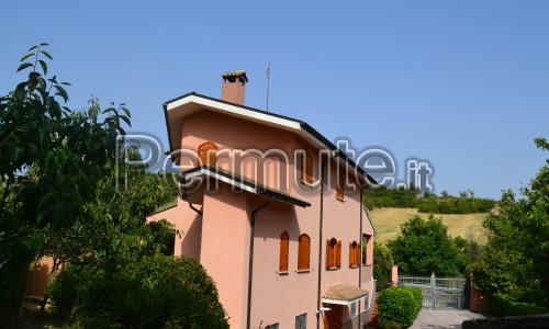 Villa con ampio giardino e dependance nel cuore dell'Abruzzo