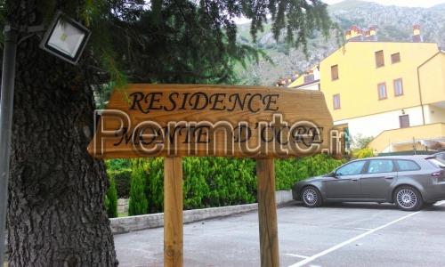 Rocca di Cambio delizioso bilocale con giardino terrazzato ristrutturato coibentato p. auto.