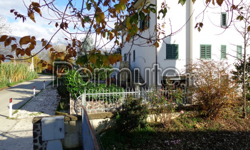Appartamento i Sulmona periferia, al piano primo con eventuale garages.